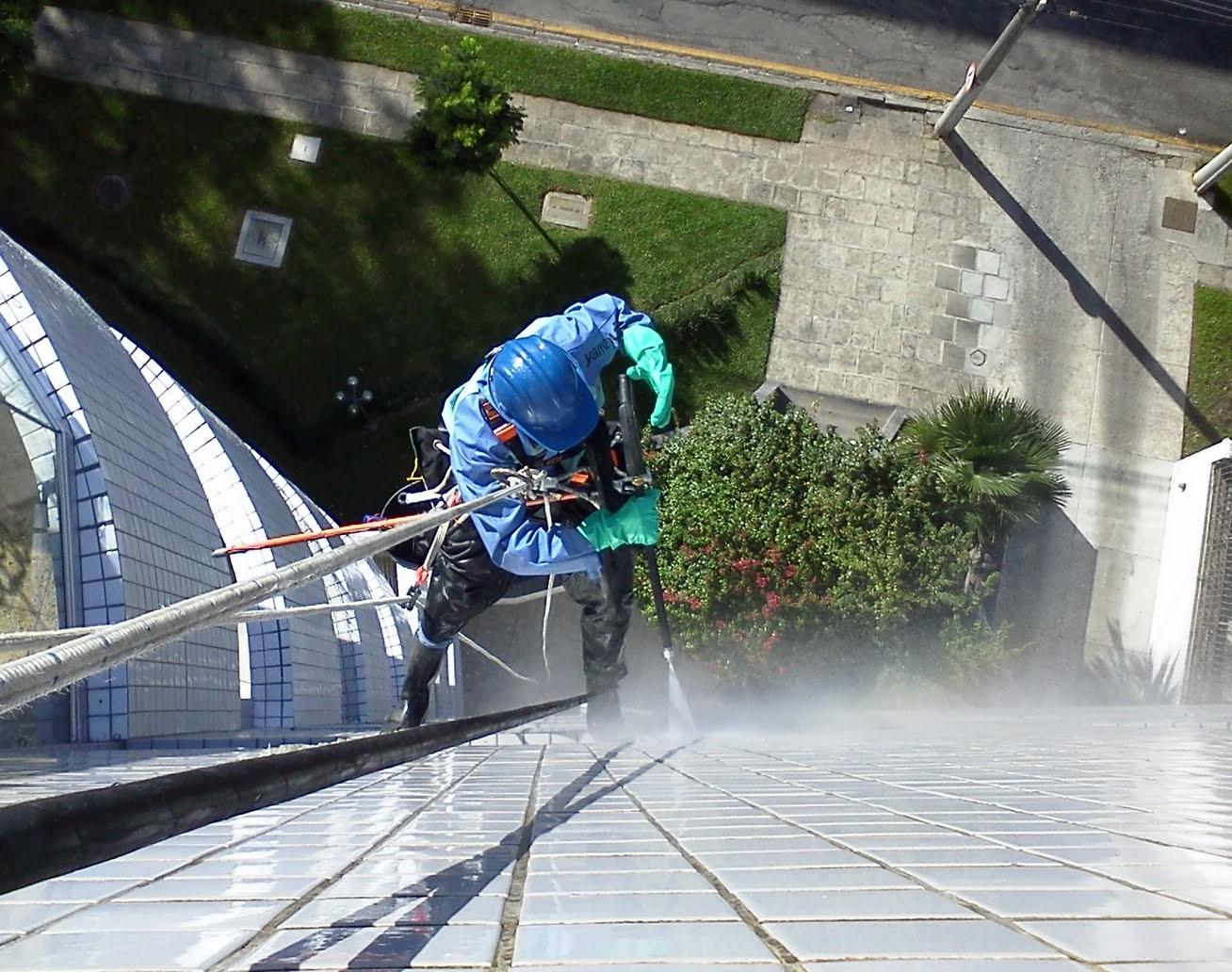 Lavagem de Fachada e Limpeza de Vidros